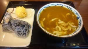 カレーうどん(並)半熟たまご天、鮭・こんぶおむすび-丸亀製麺多治見店1