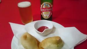 サモサとビールセット-インドネパールレストランマカル2