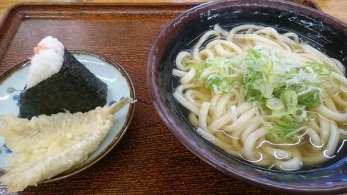 かけうどん並+キスの天ぷら+鮭おにぎり-讃岐うどんなかざわ家笠原店1