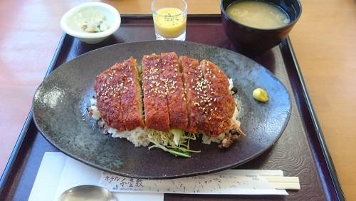 千畳敷飯-ホテル千畳敷