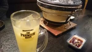 パインジュースで乾杯-炭火七輪焼肉炎屋