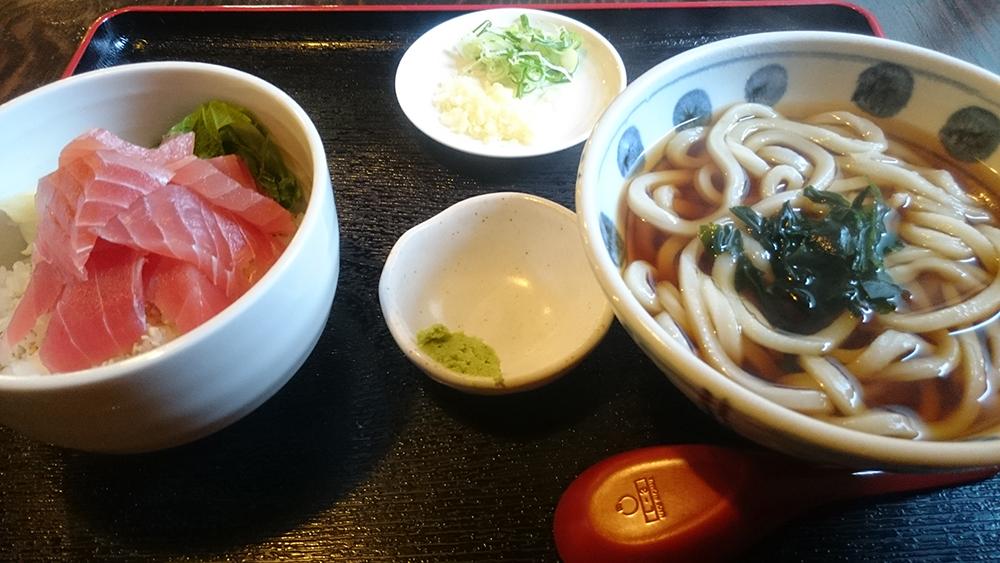 自家製麺のうまあうどんとシャリが自慢の変わり寿司【甚五郎】