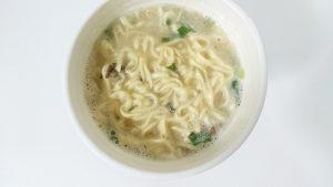 カップヌードルリッチ無臭ニンニク卵黄牛テールスープ味7