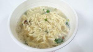 カップヌードルリッチ無臭ニンニク卵黄牛テールスープ味8