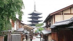 清水寺参道から見える八坂の塔2