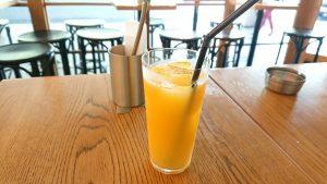 ドリンクセットのオレンジジュース